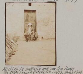 Fotoalbum Mickley in zakaria [wohl: tell zakariia] wohl vor dem Haus des seh