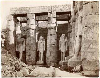 Fotografie Luxor Cour Ramses II.