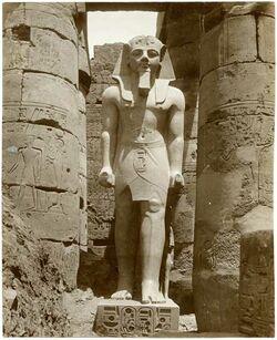 Fotografie Luxor. Statue de Ramses II.