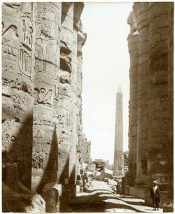 Fotografie Karnak. Colonnes du Centre et Obelisque
