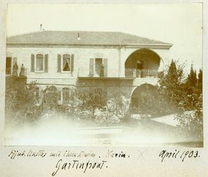 Fotografie Ejjub. Mustas mit ihren Kindern. Karin [Karoline Sophie Dalman]. Gartenfront [Jerusalem, Gartenfront]. April 1903