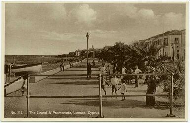 Postkarte The Strand & Promenade, Larnaca, Cyprus [Zypern]] [rückseitig: Mantovani Tourist Agency, Larnaca Cyprus]