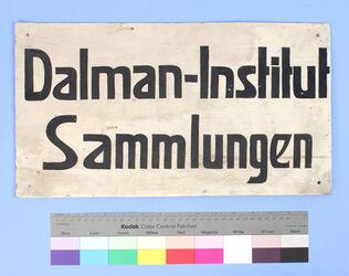 Schild der Gustaf-Dalman-Sammlungen