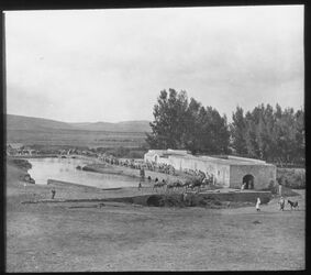 Glasplattendia Palästina, Zwischen Jaffa und Jerusalem, [Al-Mir-]Mühle und Brücke [rot] 6b [Stempel] Chi-Rho-Zeichen