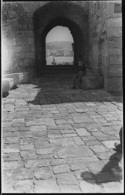 Glasplattendia Sidon: Torweg in der Kreuzfahrerburg [Kalat el-bahr]
