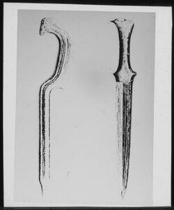 Glasplattendia Dolch und Sichelschwert aus Sichem