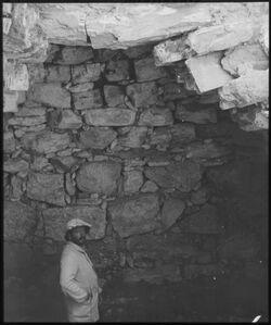 Glasplattendia falsches Gewölbe in Megiddo, Klingenburg