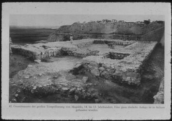Glasplattendia Tell el-mutesellim [Megiddo], (1479-1350) Grundmauern d. gr. Tempelfestung, Stratum VIII von NW, 14.-13.- Jhd.