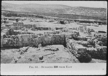 Glasplattendia Tell el-mutesellim [Megiddo], Gebäude 338 von Osten