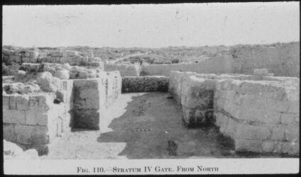 Glasplattendia Tell el-mutesellim [Megiddo], Tor a. Stratum IV von Norden