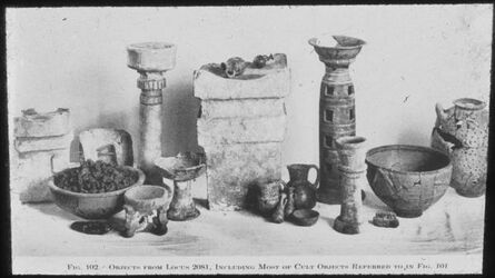 Glasplattendia Tell el-mutesellim [Megiddo], Kultobjekte aus Stratum V A