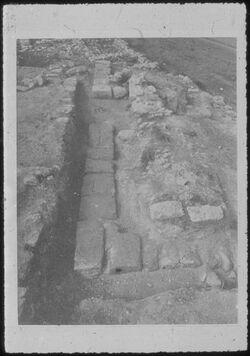 Glasplattendia Tell el-mutesellim [Megiddo], Wall in Läufer- und Binder- Technik aus Zeit Ahabs