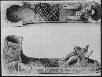 Glasplattendia Tell el-mutesellim [Megiddo], Wandbehang (-leuchter) a. Ton