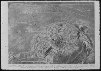 Glasplattendia Tell el-mutesellim [Megiddo], Luftbild nach Grabungen