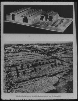 Glasplattendia Tell el-mutesellim [Megiddo], Pferdeställe Salomos [durchgestrichen] Omri/ Ahab [neu dazugeschrieben], Rekonstruktion und Grabungsbild