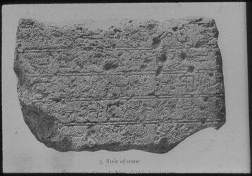 Glasplattendia Fragment einer pseudo-hieroglyphischen Inschrift aus Gebal [Byblos]