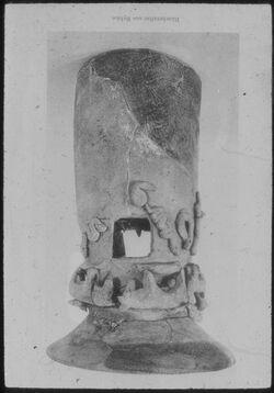 Glasplattendia Byblos, Räucheraltar