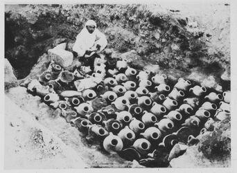 Glasplattendia Wein- od. Ölkrüge aus Ugarit [Ras esch-schamra]