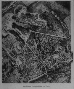 Glasplattendia Ras Schamra, Luftbild des Grabungsfeldes [Ras esch-schamra]