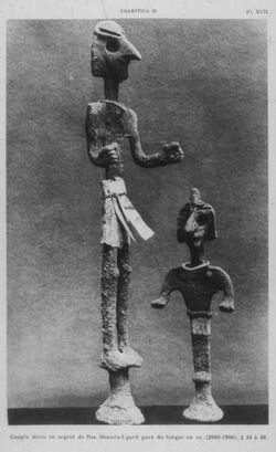Glasplattendia Ugarit, Silberfiguren eines Gottes u. einer Göttin [Ras esch-schamra]