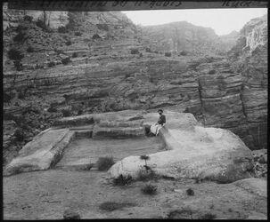 Glasplattendia Triclinium bei el-habis [Petra]