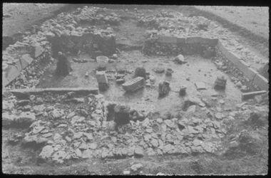 F IV 11; Glasplattendia; Tell el-Kedah, Area H: Kann. Tempel, zerstört 13. Jhd.