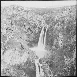 Glasplattendia Wasserfall des nahr es-sa