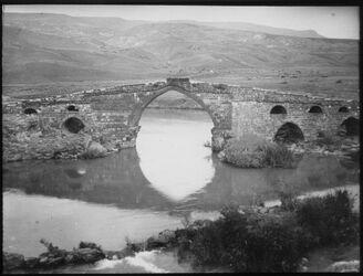 Glasplattendia gisr el-megami v. S. [Jordanbrücke]