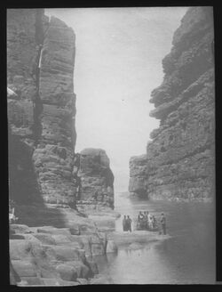 Glasplattendia Mündung des Modschib [mogib, modjib, modschib, Wadi mujib, Arnon] ins T. M.