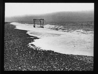 Glasplattendia Totes Meer. Sturmbrandung am Nordufer