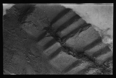 Glasplattendia Durch Erdbeben zerstörte Treppe in Chirbet Qumran