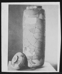 Glasplattendia Bergungskrug aus d. Handschriftenhöhle [chirbet qumran oder murabaat]