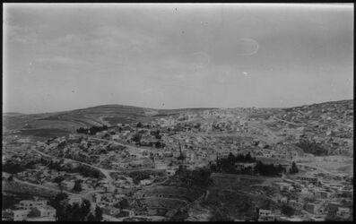 Glasplattendia Amman im Vordergrund röm. Theater