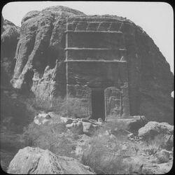 Glasplattendia Zinnengrab beim Theater [Petra]