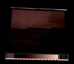 GDIn00007; Planfilmnegativ; [Berglandschaft, von Erhöhung fotografiert, bei Nacht], gehört zum Umschlag 1.01