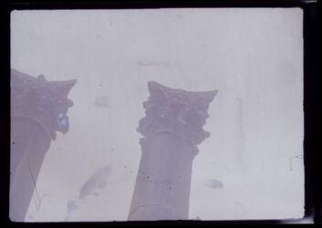 GDIn00257; Planfilmnegativ; Korinthisches Säulenkapitell, Umschlag [2.04]