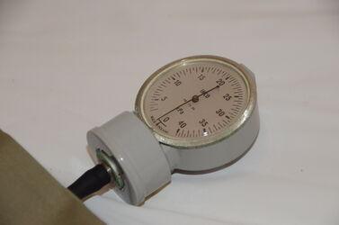 "Blutdruckmessgerät ""INCO"" / Sphygmomanometer"